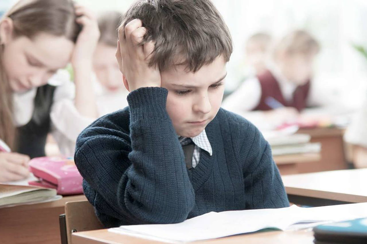 7136a8546732d شرود ذهن الطفل اثناء الدراسة والحلول