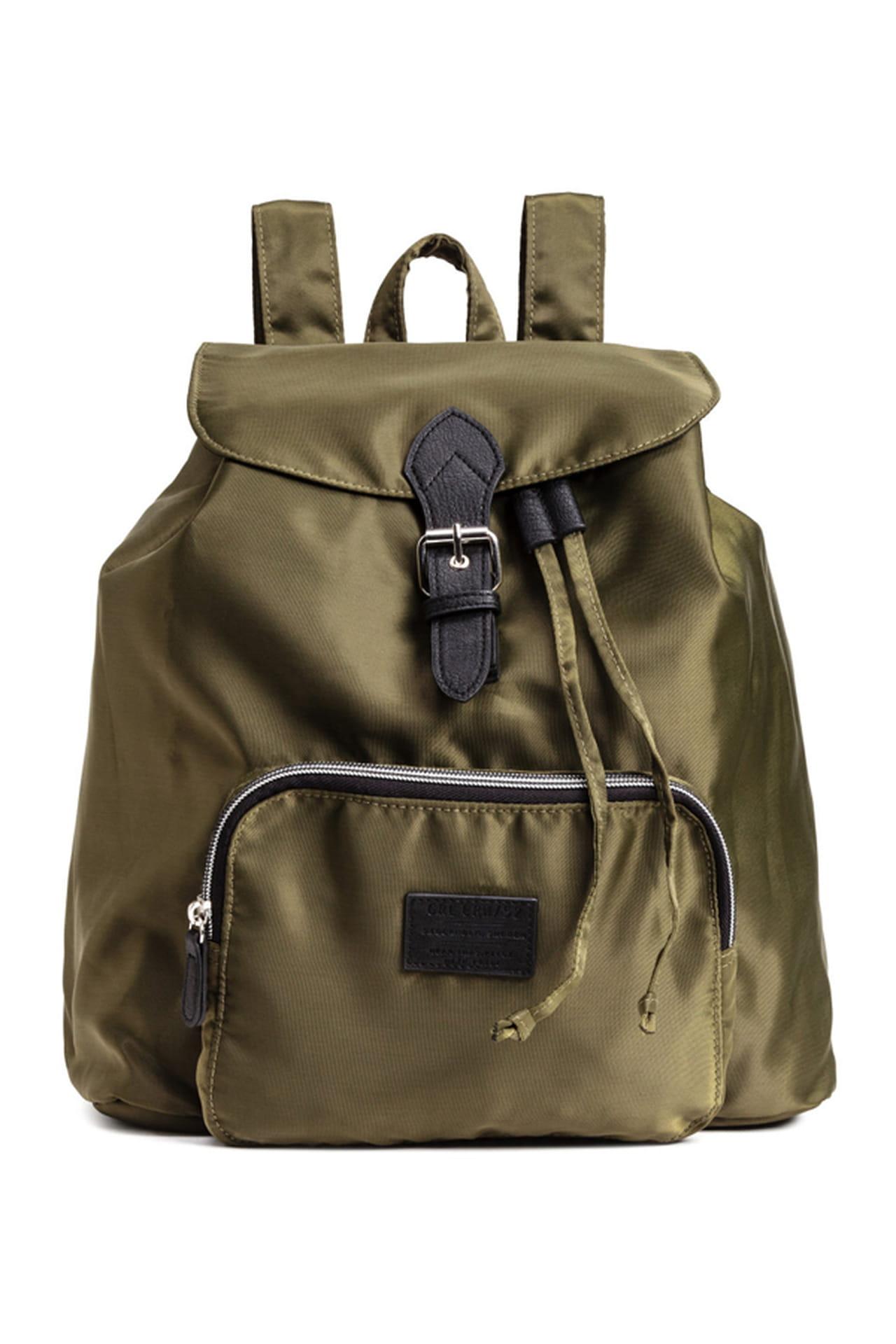 شنط الـ Backpack موضة الصيف 1199107.jpg