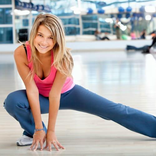 Esercizi di stretching da capo a piedi for Case da 500 piedi quadrati