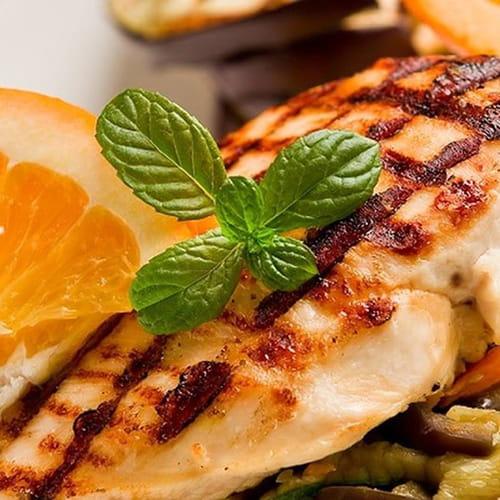 طريقة عمل الدجاج الحار المشوي بصوص البرتقال والكسبرة