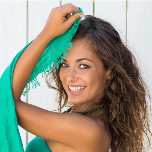 Colore di capelli che risalta occhi verdi