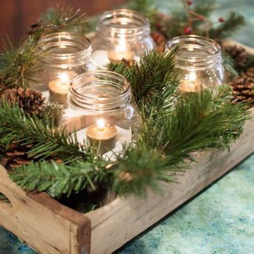 Centrotavola natalizio fai da te con pigne o candele for Centrotavola natale pigne