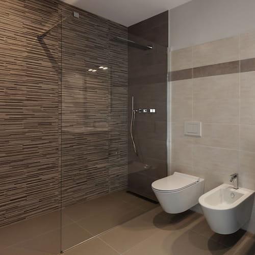 Piatto doccia a filo pavimento soluzione design pro e contro for Pavimento in resina pro e contro