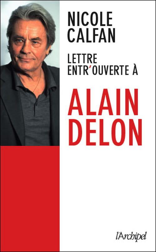 """Nicole Calfan signe une """"Lettre entr'ouverte à Alain Delon"""" qui est surtout une manière de raconter la solitude de sa vie à son """"grand-frère"""""""