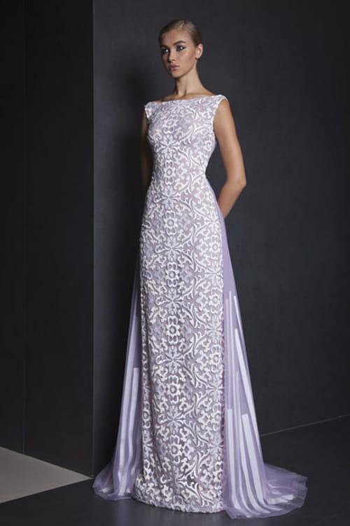 bb7f87906 إخترنا 20 فستان سهرة من هذه المجموعة المميزة لنسلط عليها الضوء اليوم،  شاهديها وستجدين تصاميم ترضي ذوقك!
