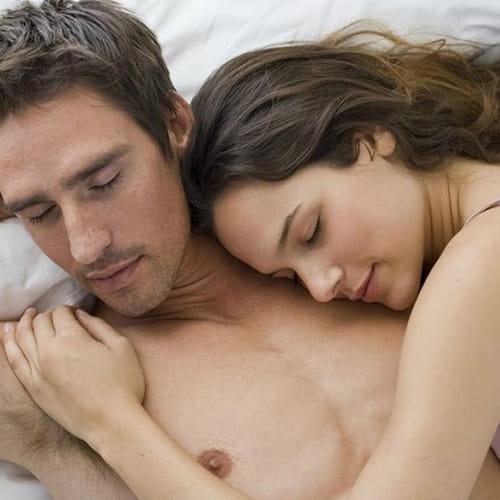 5488c365ca03a كيف أتعامل مع زوجي في الفراش؟ نصائح للمرأة الرومانسية