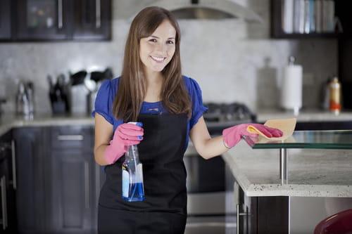 كيف نصنع مواد التنظيف الأساسية بالمنزل وبشكل يدوي