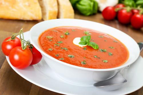 طريقة عمل شوربة الطماطم بالريحان 790639.jpg
