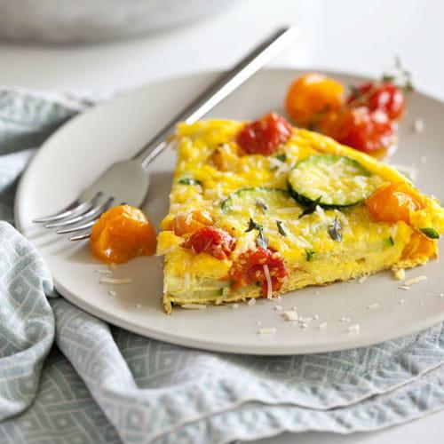 طريقة عمل البيض بالكوسا والطماطم المشوية