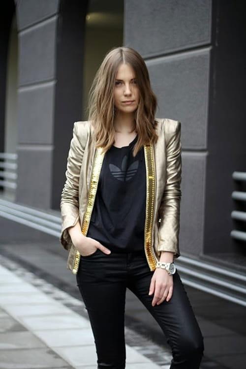 كيف ترتدين اللون الذهبي مع الأسود في إطلالة الأعياد؟
