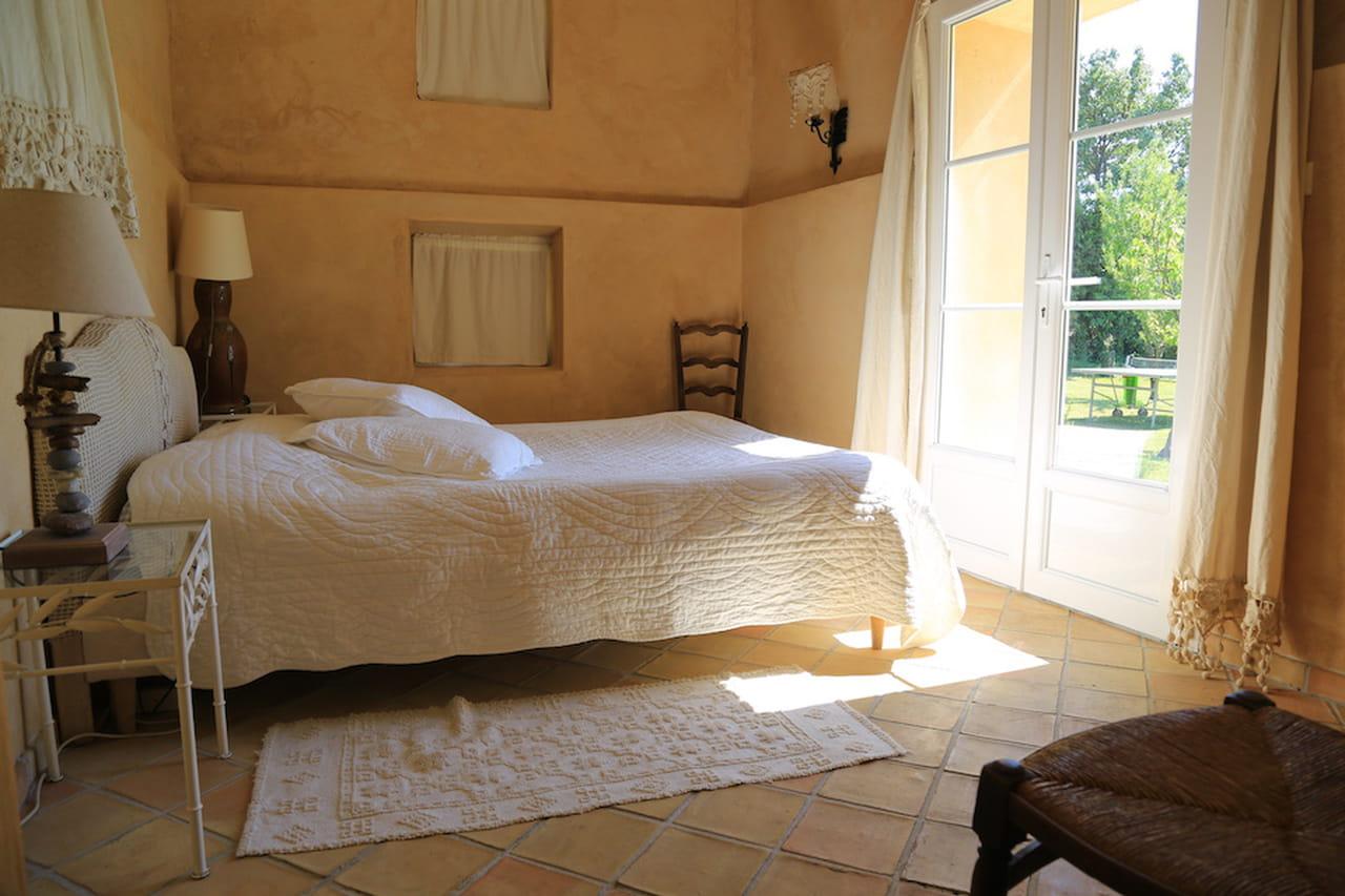 Per la camera da letto shabby chic le tonalità del beige.